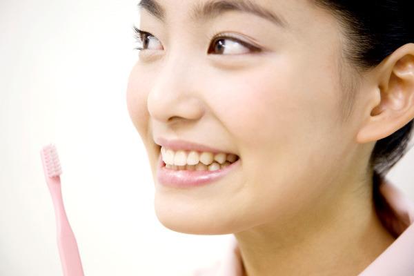 最も美しく見える「ゴールデンプロポーション」を基に歯を作成。
