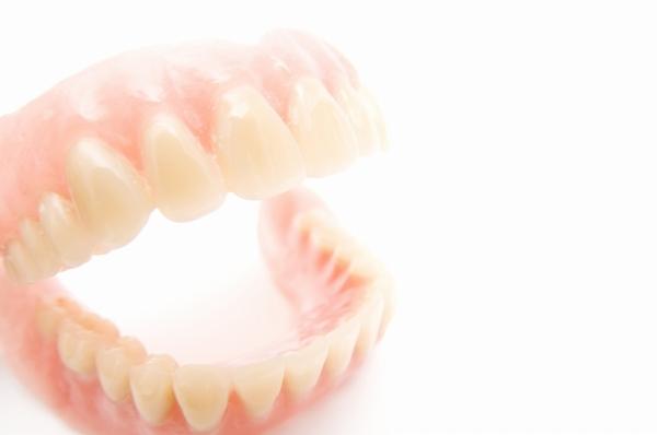 保険内から自費診療まで、ニーズに合わせた入れ歯をご提案。